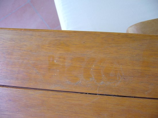 Pullman Timi Ama Sardegna : dirty table