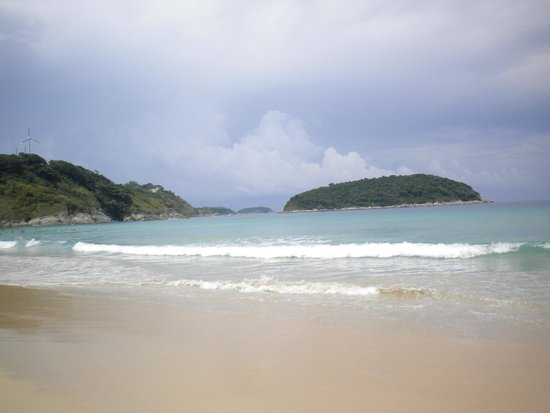 Nai Harn Beach: The view from the sunbeds