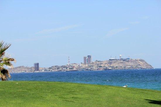 Sonoran Sun Resort: Puerto Penasco from the beach.