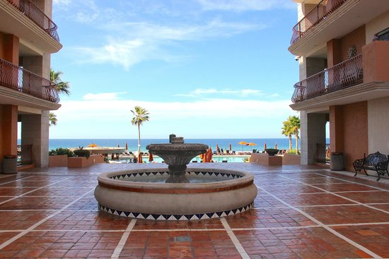 Sonoran Sun Resort: Fountain on grounds of resort.