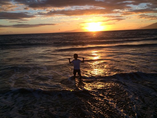Grand Wailea - A Waldorf Astoria Resort: Sunset at the beach... Outside the Resort!!!!!