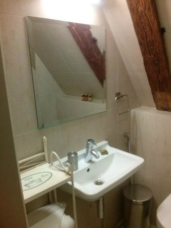 Hotel CRU: Bathroom
