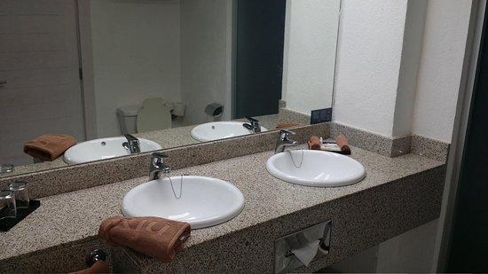 Hotel Riu Caribe : Baño