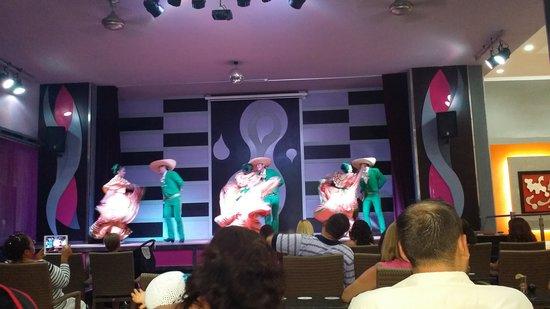 Hotel Riu Caribe : Show Mejicano