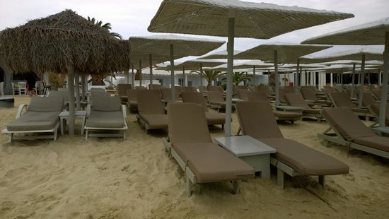 Ornos Beach: More comfortable beds by the sea