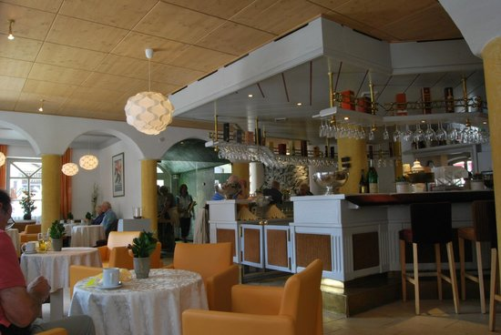 Hotel Panther: Bar Area