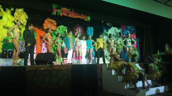 Hyatt Ziva Los Cabos : Las Vegas stye show
