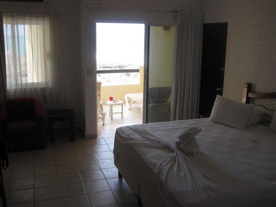 Mia Reef Isla Mujeres: room looking toward patio