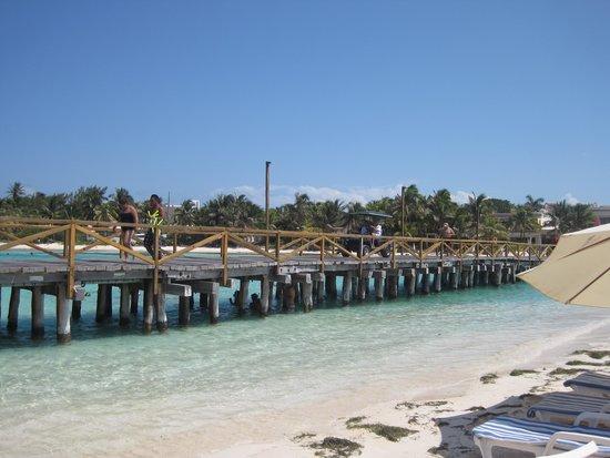 Mia Reef Isla Mujeres: bridge to hotel