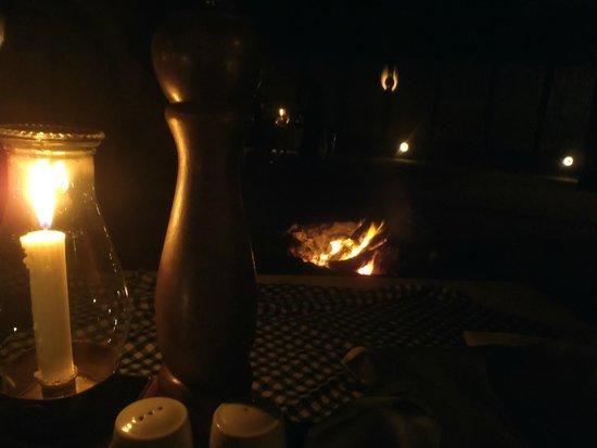 Falaza Game Park & Spa: Dîner près du feu de camp