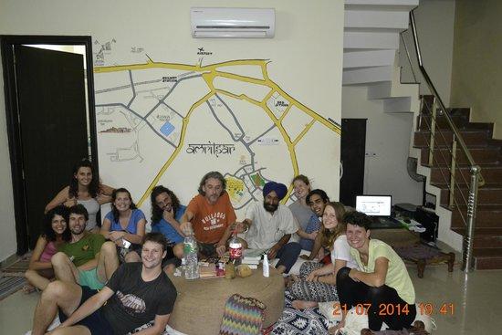 Jugaadus' Hostel: Group Pic 2