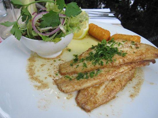 't Bagientje : Seezunge natur mit Salade und Kartoffelkroketten
