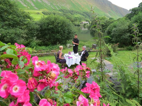 The Old Rectory on the Lake: champagne on the terrace