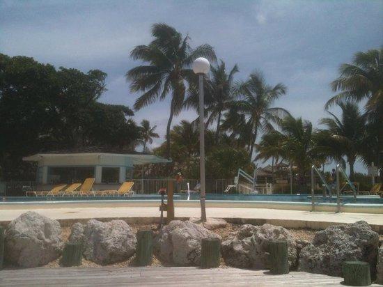 Postcard Inn Beach Resort & Marina at Holiday Isle: Poolside, Beachside
