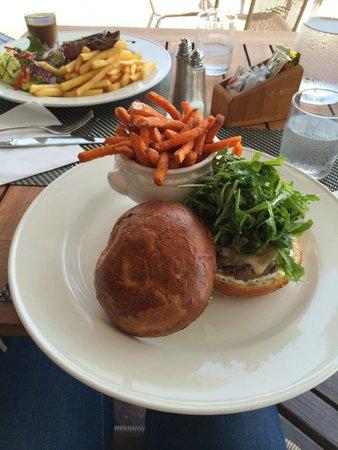 Hôtel Mercure Saint-Martin Marina & Spa : Snack du midi
