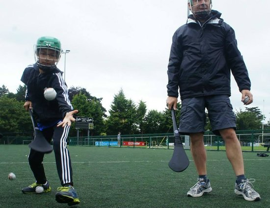 Experience Gaelic Games : Hurling training