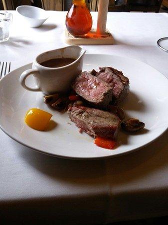 Hotel Ter Zuidhoek: Piatto di carne (scamone) con salsa ai funghi, peperoni e funghi come contorno