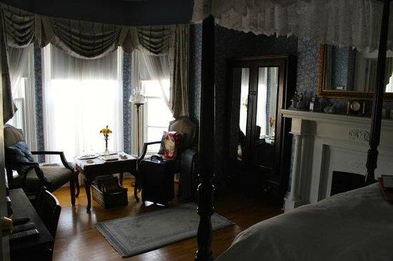 Charlotte's Rose Inn: The Confederation Room