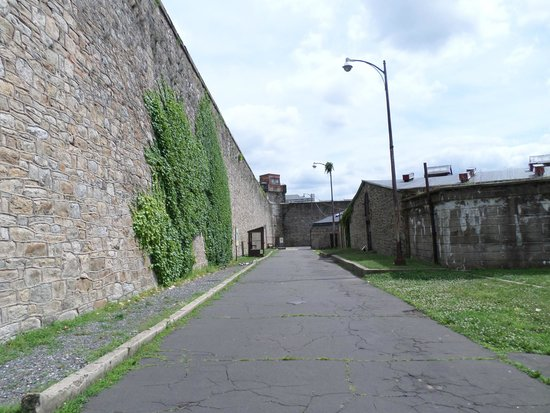 Eastern State Penitentiary : Inside the outer wall of ESP