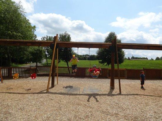 Kids Castle: Swings