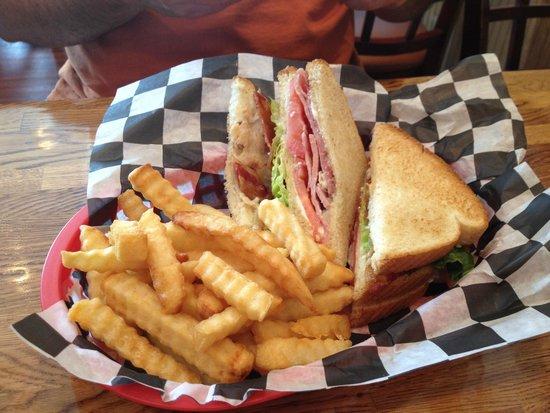 Smokehouse Restaurant: My husbands Club