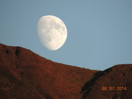 The Old Rectory on the Lake: The moon over the Mountain