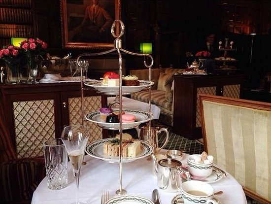 The Milestone Hotel: Champagne afternoon tea