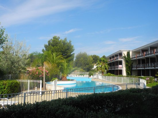 Victoria Garden La Ciotat Appart'hotel : Бассейн