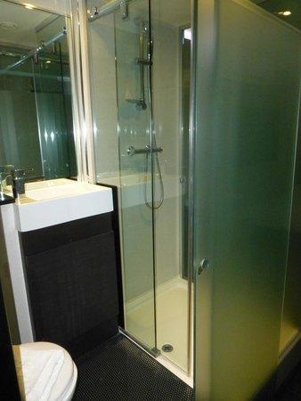 The Z Hotel Victoria: Bathroom