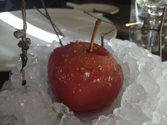 Noma: apple