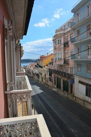 Lapa 82 - Boutique Bed & Breakfast : vue sur la rue du balcon