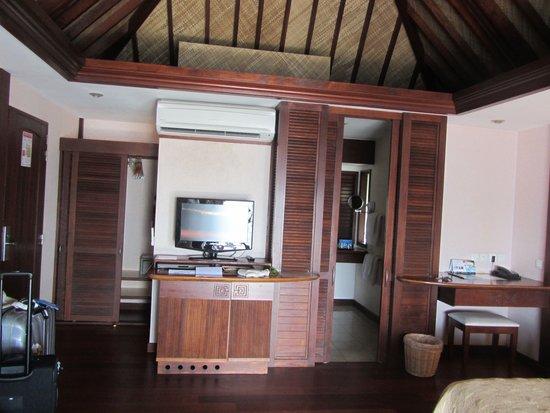 Manava Beach Resort & Spa - Moorea: room overview