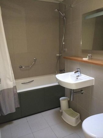 Woodland lodge bathroom picture of center parcs longleat forest warminster tripadvisor Bathroom design jobs london