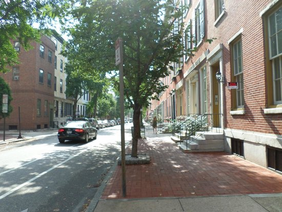 La Reserve Center City Bed and Breakfast: Outside Neighbourhood