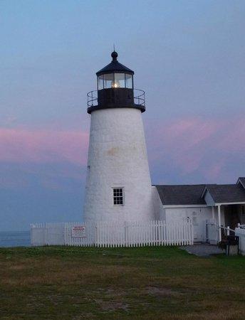 Bradley Inn: Nearby lighthouse at sunset.