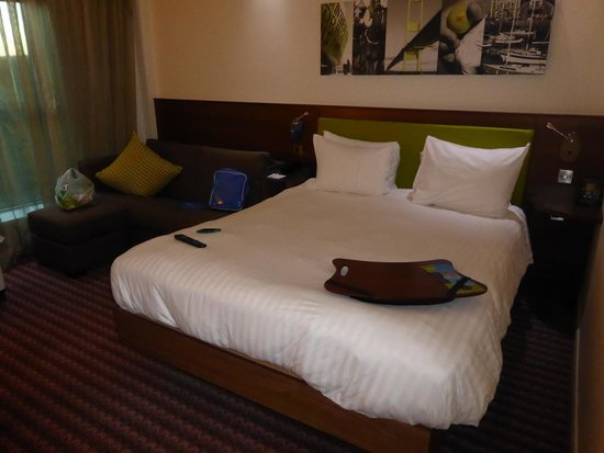 Hampton by Hilton Newport East : Geräumiges Zimmer