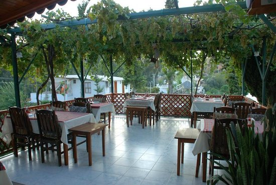 St. Nicholas Pension: Teras ve lokanta