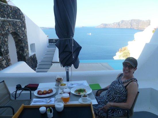 Katikies Hotel: Breakfast overlooking the sea