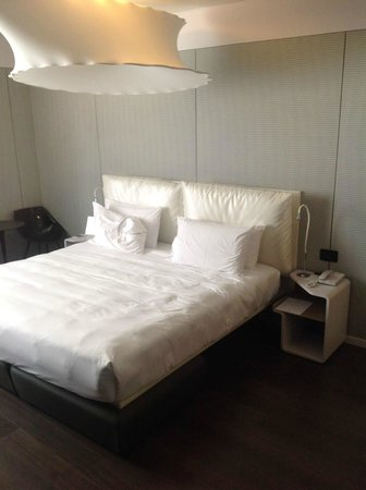 Boscolo Milano, Autograph Collection: Comfy bed with great linens