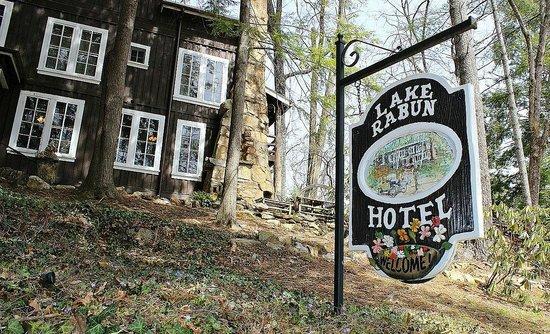 Lake Rabun Hotel & Restaurant: Colorful signage at Lake Rabun Hotel