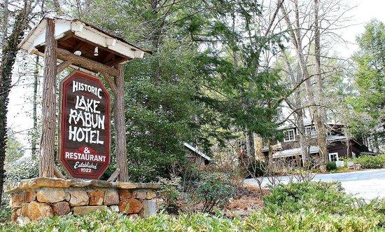 Lake Rabun Hotel & Restaurant: Entry signage, with the Lake Rabun Hotel in background