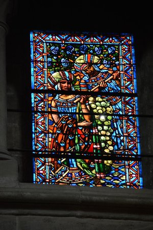 Kathedrale Notre-Dame: One of many stained glass windows