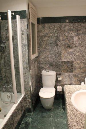 HLG Gran Hotel Samil: bathroom