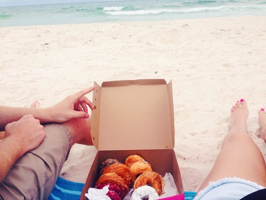 Thomas Donut & Snack shop: Donuts on the beach!