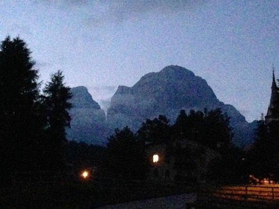 Hotel La Caminatha : Monte Pelmo di notte