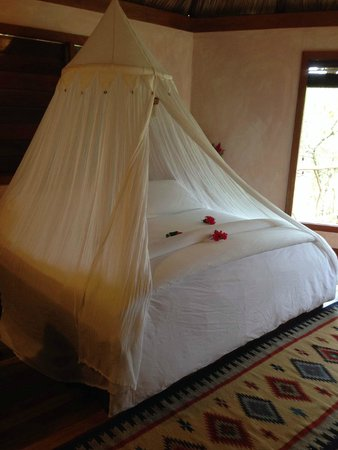 Gaia Riverlodge: Bed in Breeze