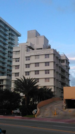 COMO Metropolitan Miami Beach: Hotel desde Collins Avenue