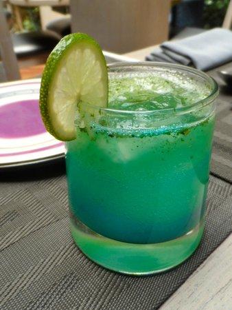 Los Sabores de la Vida: Menta Turquesa- Bebida de la casa