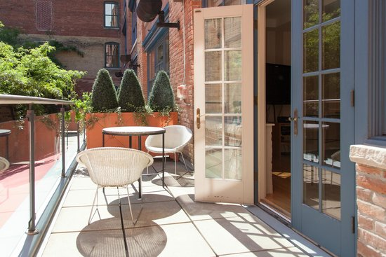 The Ivy at Verity: Private deck