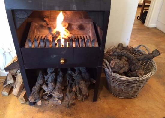 Riverside Cottages at La Bourgogne: Getting the fire going...